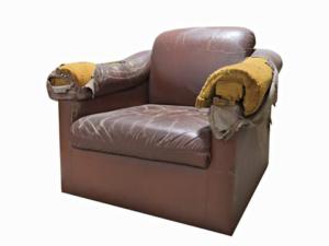 kapotte fauteuil