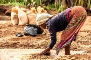 Vernieuwen en recyclen met een bankhoes - water in ontwikkelingslanden